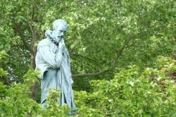 Anne-Marie B. - A.Paré perplexe face à une place vide  30 avril