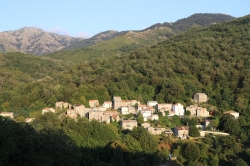 Village Corse après l'orage