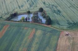 Prise-de-hauteur-sur-l'exploitation-agricole…